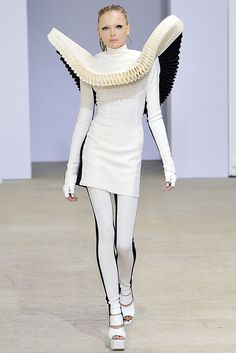4. Gareth Pugh Spring 2009 RTW; This modern, futuristic outfit has an exaggerated neck piece that is a very modern interpretation of the ruff.