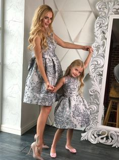 Mommy Daughter Dresses, Mother Daughter Fashion, Mother Daughter Matching Outfits, Mommy And Me Outfits, Dresses Kids Girl, Family Outfits, Girl Outfits, Most Expensive Dress, Moda Kids