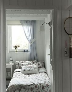 Boutique de la Mer: French Seaside Style in a Swedish Cottage Home & 152 best Swedish Style Bedroom images on Pinterest in 2018 | Swedish ...