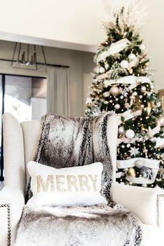 Glam Christmas Decor - Happy Christmas - Noel 2020 ideas-Happy New Year-Christmas Christmas Living Rooms, Christmas Mood, Noel Christmas, Outdoor Christmas, All Things Christmas, White Christmas, Christmas Ornaments, Xmas, Christmas Photos