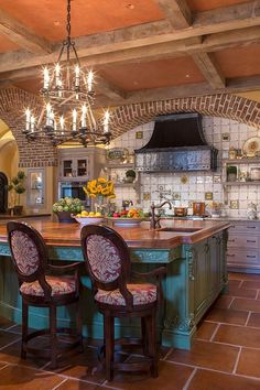 Absolutely love this kitchen with the detailed ceilings !