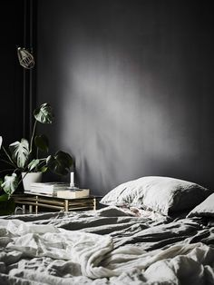 my scandinavian home: A dramatic Swedish space with black walls Dark Bedroom Walls, Dark Walls, Grey Walls, Bedroom Black, Black Bedrooms, Dark Cozy Bedroom, Gothic Bedroom, Trendy Bedroom, Master Bedrooms