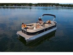 Though the Aurora is our most basic model, it doesn't skimp on aesthetics and comfort. View photos of the latest Aurora pontoon boats from Manitou to see the boats in action and envision how you'll create your own luxury experience on the water. Manitou Pontoon, Unique Floor Plans, Cool Boats, Entry Level, Car Detailing, Pontoon Boats, Aurora, Photo Galleries, Pontoons