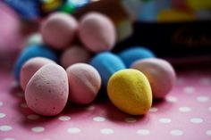 Seventeen healthy Easter candy options. Some good ideas for those of us with kids who have food issues.