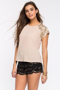 Блуза Размеры: S, M, L Цвет: кофе с молоком/хаки, белый, черный Цена: 1081 руб.     #одежда #женщинам #блузы #коопт