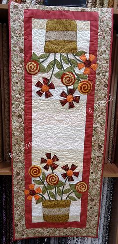 Trilho tecido by Patch Retalhos, via Flickr Gives me ideas about using some of my bird wall pockets as models for a table runner...vwr