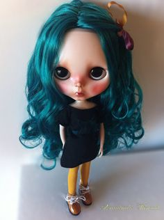 Lola. OOAK Custom Blythe doll. por AriadnaSThread en Etsy