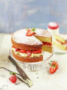 Strawberry & cream sandwich sponge