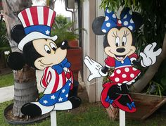 Lawn signs.... Mickey and Minnie