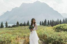 Bohemian Banff Wedding InspirationPhotography – Sean Carr Photography Event Planning – Kismet & Clover Venue – Moraine Lake Floral Design – Antheia Floral Boutique Hair & Makeup Styling – BEACH Beauty Wedding Dress – Laura George Rentals – Cellar Door Vintage Rentals