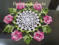 Centro de mesa de crochê feito em linha. Pode ser feito em outras cores.