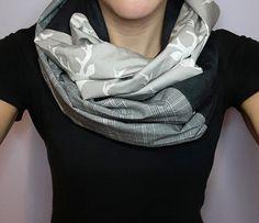 Foulard infini fausse suède tête de chevreuil beige et noir, foulard carrelé beige et noir, Foulard d'automne et d'hiver