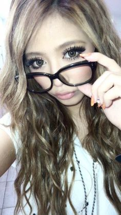 Gyaru make up Classic gal. Circle Lenses and Lashes, Light pink lips. LOTS of makeup! Ashy blonde hair with brown lowlights Black Contact Lenses, Natural Contact Lenses, Cosmetic Contact Lenses, Gyaru Makeup, Asian Makeup, Korean Makeup, Celebrity Makeup Looks, Gyaru Fashion, Circle Lenses