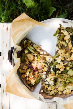 Vegan whole wheat pastry with tofu, onions and asparagus - torta salata vegana con tofu, cipolle e asparagi