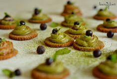 Semínkové krekry s rozmarýnem Mini Cupcakes, Desserts, Recipes, Food, Tailgate Desserts, Deserts, Meals, Dessert, Eten