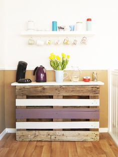 Another cool thing you can do out of a reclaimed pallet is a coffee bar/ console table such as the one featured on nur-noch.