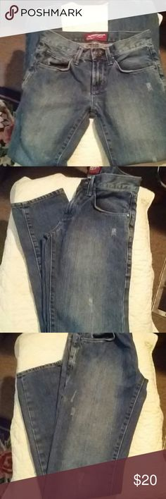 🌟🌟Arizona Men's Distressed Skinny Jeans🌟🌟 These skinny jeans have that most sought after look. The bottom cuffs are in Perfect Condition. They are a heavy dark blue in color. They are a size 29/32. Arizona Jeans Skinny