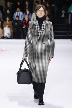 Balenciaga  #VogueRussia #readytowear #rtw #fallwinter2018 #Balenciaga #VogueCollections