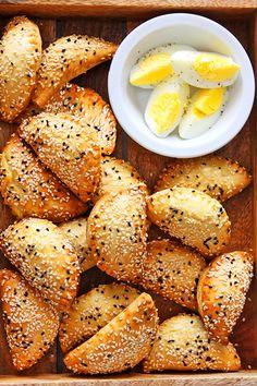 בורקיטס גבינה ⋆ פיית העוגיות Foccacia Recipe, Lunch Recipes, Breakfast Recipes, Cheese Buns, Mumbai Street Food, Olive Bread, Israeli Food, Savory Pastry, My Best Recipe