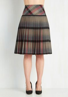 Buonaventura Bag and Cases LLC Scholarly Statement Skirt Classy Outfits, Pretty Outfits, Skirt Outfits, Dress Skirt, Skirt Pleated, African Fashion Dresses, Fashion Outfits, Plaid Skirts, Vintage Skirt