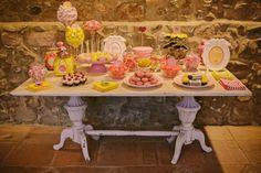 mesa de chuches rosa amarillo www.bodasdecuento.com