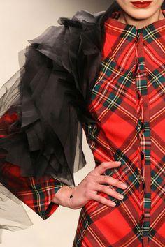 Is it Plaid or is it Tartan! Tartan Dress, Tartan Plaid, Plaid Scarf, Mode Tartan, Tweed, Style Anglais, Tartan Christmas, Tartan Fashion, Scottish Plaid
