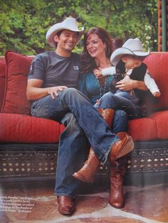 Brad Paisley and family Best Country Music, Country Music Stars, Country Songs, Country Musicians, Country Music Artists, Country Couples, Country Girls, Kimberly Williams, Redneck Girl