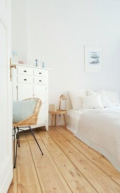 """New apartment, new style of living!"" - Visiting in Berlin - floor Small Bedroom Storage, Small Space Bedroom, Small Room Decor, Small Bedrooms, Dispositions Chambre, Berlin Apartment, Bedroom Decor For Couples, Bedroom Ideas, Bedroom Layouts"