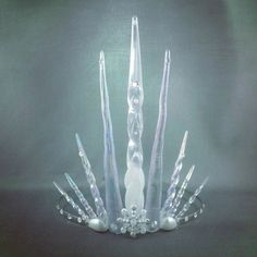 Ultimate Ice Queen Tiara Crown Icicle Tiara Ice by angelyques (cant find it anymore but guess the price around 75 - 160 USD). For the Bride as it looks like Queen Jadis's (the white witch) crown. Ice Crown, Ice Queen Costume, Queens Tiaras, Halloween Karneval, Accessoires Photo, Mermaid Crown, Fru Fru, Queen Crown, White Witch