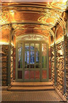 Art nouveau doorway, Paris, Hector Guimard (MY favorite architect) (via TumbleOn) Architecture Art Nouveau, Art Nouveau Interior, Design Art Nouveau, Amazing Architecture, Architecture Details, Interior Architecture, Art Nouveau Arquitectura, Portal, Jugendstil Design