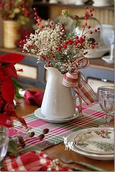 40 Fabulous Christmas Tablescapes and Holiday Table Decorations Noel Christmas, Country Christmas, Winter Christmas, Christmas Crafts, Christmas Coffee, Simple Christmas, Outdoor Christmas, Christmas Ribbon, Christmas Design