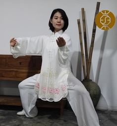 Tai Chi Clothing, Martial Arts Women, Qi Gong, Art Poses, Kung Fu, Asian Woman, Embroidery Designs, Zen, Fabrics