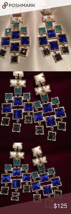 Kendra Scott  Helen Chandelier Earrings Gorgeous   ✨Retired   ✨✨.  HARD TO FIND  ✨.              Chandelier Earrings.                          Beautiful Movement.     Absolutely Excellent Condition.  Dust Bag Included. Kendra Scott Jewelry Earrings