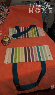 Beach Towel Tote Tutorial - I love gift shopping. Whether it's a birthday or Christmas, I love the thrill of looking for that - Diy Backpack, Diy Tote Bag, Diy Purse, Beach Towel Bag, Purse For Teens, Towel Crafts, Diy Sewing Projects, Sewing Tips, Sewing Ideas