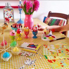 Vrolijk Pasen met Colorful Sparkle. Ons geel geruite tafelzeil is nu al een hype voor Pasen. Deze vind je hier: http://www.kitschkitchen.nl/webshop/index.php?dispatch=products.view&product_id=1586