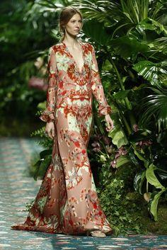JORGE+VÁZQUEZ-109 Oriental Wedding, Wedding Guest Looks, Fashion Night, Swimwear Fashion, Fashion Books, Dress Codes, Dress For You, Catwalk, Beautiful Dresses