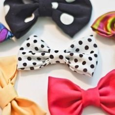 Simple Bow DIY ~ These could be used in so many ways. You could wear them in your hair, sew them to clothing and accessories, attach them to shoe clips, or turn them into bow-ties for a guy. The possibilities are endless! How To Make Headbands Do It Yourself Design, Do It Yourself Inspiration, Do It Yourself Fashion, Cute Crafts, Crafts To Do, Diy Crafts, Wooden Crafts, Sewing Crafts, Sewing Projects