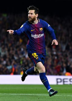 Lionel Messi Photos - Lionel Messi of FC Barcelona celebrates after scoring his team's second goal during the La Liga match between Barcelona and Real Madrid at Camp Nou on May 2018 in Barcelona, Spain. Good Soccer Players, Best Football Players, God Of Football, Fc Barcelona, Lionel Messi Barcelona, Steven Gerrard, Premier League, Lionel Messi Wallpapers, Argentina National Team