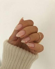 """nail inspo 🌸 she: // """"If you want to be happy, you have to be happy on purpose. When you wake up, you can't just wait to… Oval Acrylic Nails, Almond Acrylic Nails, Oval Nails, Minimalist Nails, Gorgeous Nails, Pretty Nails, Perfect Nails, Nagellack Design, Daisy Nails"""