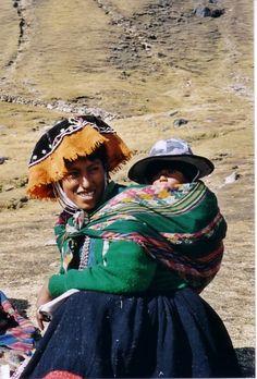 Péruvienne en costume traditionnel