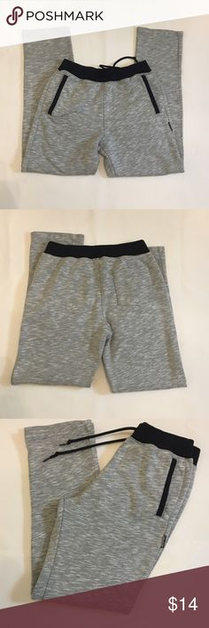 "Hollister grey/black drawstring sweatpants Size XS Hollister grey/black, with drawstring sweatpants. Size XS. Straight leg, side pockets with black contrast details. One back pocket.  Black waistband with drawstring.  Men's sweatpants, but this size fits size sz/small women. 29"" inseam, 14"" waist. 55%cotton 45% polyester. EUC. Hollister Pants Sweatpants & Joggers"