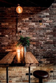 Taking inspiration from the New York loft-style bars he frequented while spending the last few years in Manhattan, Clifton's bar in Manly, NSW, turns the local beachside vernacular on its head. Design Bar Restaurant, Deco Restaurant, Modern Restaurant, Pub Design, Coffee Shop Design, Wine Bar Design, Cafe Bar, New Yorker Loft, Bar Deco