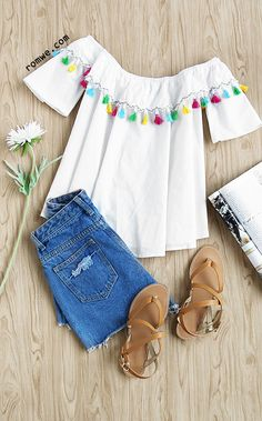 White Off The Shoulder Tassel Trimmed Top With Tie Pattern Type: Plain Sleeve Length: Short Sleeve Color: White Material: Polyester Style: Vintage Collar: Off the Shoulder Decoration: Tassel Size Available: one-size Type: Crop