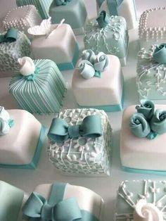 Mini Wedding Cakes by Stylish Eve