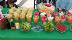 Barra de botana Mexican Candy Table, Mexican Snacks, Mexican Party, Fiesta Theme Party, Festa Party, Fruit Juice Recipes, Fruit Snacks, Mexican Birthday Parties, Picnic