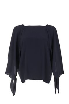 Chloé silk blouse with square neckline, three quarter sleeves with tied cuffs and button fastening on the back  The model is 1,75m tall and is wearing size 36