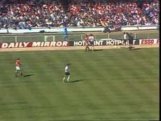Final FA Cup 1977 - Liverpool - Manchester United Football Videos, Football Gif, Liverpool Manchester United, Bristol Rovers, Retro Football Shirts, Fa Cup Final, Man United, Sports Photos, Finals