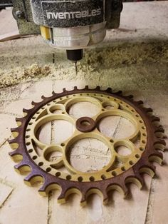 Wood timing gear Wooden Gear Clock, Wooden Gears, Wood Clocks, Kinetic Toys, Kinetic Art, Clock Art, Clock Decor, Elevator Design, Cnc Wood