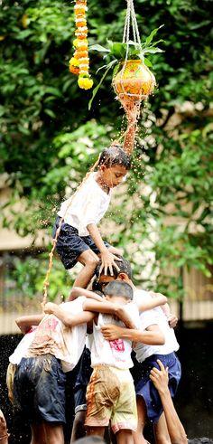 Maharashtra govt tags 'Dahi Handi' as adventure sport http://timesofindia.indiatimes.com/india/Committee-to-study-if-Dahi-Handi-can-get-adventure-sport-tag/articleshow/46280336.cms…