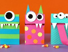 If you're looking for different ways to store all that candy for you Halloween celebration, try one these DIY Halloween candy box ideas. From cute Halloween bats to boxed up monsters, these are some of the cutest little DIY tricks to go with your treats. Diy Halloween, Halloween Treat Boxes, Halloween Crafts For Kids, Holidays Halloween, Halloween Treats, Happy Halloween, Halloween Projects, Halloween Juice, Halloween Tutorial